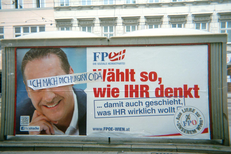 Wahlplakat zur Landtags- und Gemeinderatswahl in Wien 2015, analoge Einmalkamera